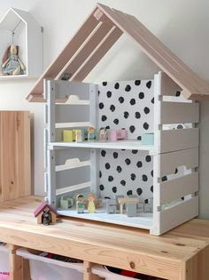 IKEA Hack: build a dollhouse yourself Diy Bebe, Baby Zimmer, Diy Furniture Plans, Diy Toys, Diy For Kids, Living Spaces, Kids Room, Toddler Bed, Home Decor