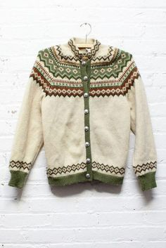 This vintage fair isle sweater cardigan is the real deal - thick knit wool, dolman cut sleeves for extra layering room, etched gunmetal buttons and the quintessential geometri Icelandic Sweaters, Warm Sweaters, Twin Peaks Fashion, Norwegian Knitting, Vogue Knitting, Fair Isle Knitting, Online Clothing Boutiques, Pullover, Cardigans For Women