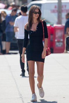 How does Emily Ratajkowski styles the Little Black Dress ? - Black Dresses - Ideas of Black Dresses - How does Emily Ratajkowski style the Little Black Dress ? Black Women Fashion, Look Fashion, Fashion Outfits, Womens Fashion, Fashion Vest, Feminine Fashion, Curvy Fashion, Fasion, Fashion Photo