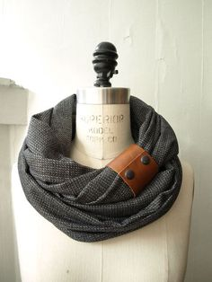 Chunky charcoal circular infinity scarf from on Etsy. Saved to fashionista. Look Fashion, Fashion Beauty, Womens Fashion, Fashion Fall, Fashion Models, Cute Scarfs, Inspiration Mode, Mode Style, Style Men