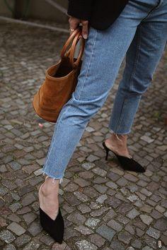 "Outfit Desi is wearing Gucci cat-Eye sunglasses,H&M blazer, Monki Mom jeans, Prada Suede mules, Simon Miller ""Bonsai"" bag – Simon Miller, Totême Foulard. - teetharejade.com"