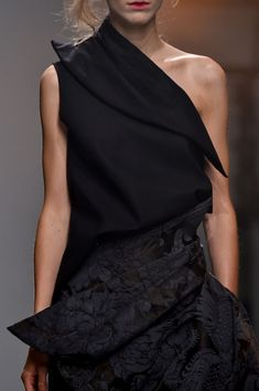 Aganovich at Paris Spring 2015 (Details)