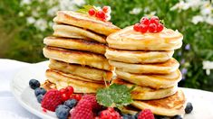 Amerikanske pannekaker Baked Pancakes, Breakfast Pancakes, Pancakes And Waffles, Cake Recipes, Dessert Recipes, Desserts, Breakfast In America, Food For The Gods, Scandinavian Food