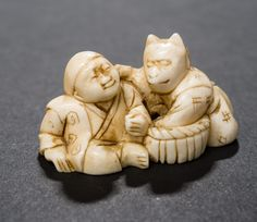 TWO MEN, ONE WITH FOX MASK  Netsuke, ivory Japan late 19th cent. to Meiji HEIGHT 2 CM, WIDTH 3,75 CM
