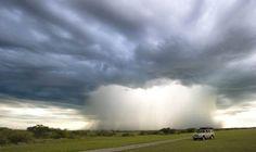 Tormenta en la Central Kalahari Game Reserve de Botsuana. Fotocomposición de Mark Drysdale. Publicado por: @TapasDeCiencia