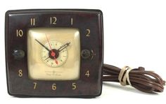 This looks great AND works great! General Electric Vintage Clock Model 8H70 Tune-A-Larm Bakelite Works W/ Outlet