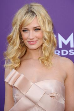 23 Best Beth Behrs Images Beth Behrs Two Broke Girl Actresses