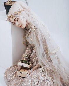 Pinned By Pinogram Hijabi Wedding, Muslimah Wedding Dress, Muslim Wedding Dresses, Hijab Bride, Muslim Brides, Dream Wedding Dresses, Wedding Attire, Bridal Dresses, Wedding Gowns