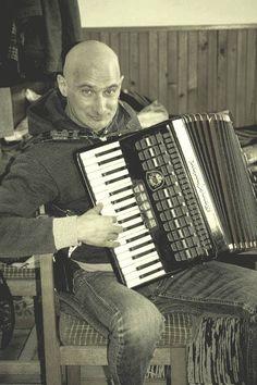 Bódi László - Felfedezni várost (Úgy légy szép) Music Instruments, Musik, Musical Instruments