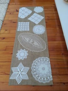 Discover recipes, home ideas, style inspiration and other ideas to try. Table Runner And Placemats, Crochet Table Runner, Burlap Table Runners, Doilies Crafts, Crochet Doilies, Home Crafts, Diy And Crafts, Arts And Crafts, Doily Art