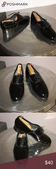 Pierre Cardin Patent leather dress shoes Good quality dress shoes with a beautiful shine to them Pierre Cardin Shoes