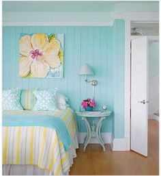 Guest bedroom. Perfect for the beach, yes?