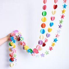 誕生日や記念日、数あるアニバーサリーの楽しいパーティには、気分を盛り上げてくれる飾り付けが必要!そんな飾り付けには、パーティーの定番アイテム「ガーランド」の作り方を覚えて、素敵に手作りしてみませんか?パーティームードを盛り上げてくれる、初心者でも簡単にできちゃうガーランドの作り方をご紹介します!