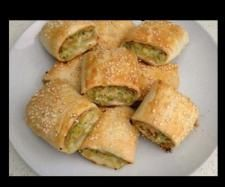 The road to loving my Thermomix: Chicken and Vegetable Sausage Rolls: Revisited Chicken Sausage Rolls, Veggie Sausage, Spinach Puff Pastry, Lunch Box Recipes, Lunchbox Ideas, Baby Recipes, Free Recipes, Dinner Recipes, Bellini Recipe