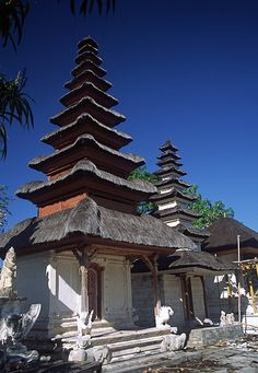 Bali (Indonesia) - Temple with multitiered roofs