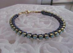 Pulsera cuero, cadena strass cosido con hilo encerado en azul