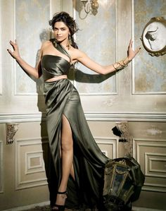 Latest photoshoot of the reigning queen of bollywood Deepika Padukone for Vogue Magazine for September She looks stunning. Deepika Padukone Latest, Deepika Ranveer, Deepika Padukone Style, Deepika Padukone Wallpaper, Deepika Singh, Bollywood Actors, Bollywood Celebrities, Bollywood Fashion, Beautiful Bollywood Actress