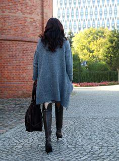paisley, jesienne inspiracje, jesienne must have, jesienny styl, obszerne swetry, sweter, novamoda style, Novamoda streetstyle, sukienka paisley, wzór paisley, jesienny styl, buty za kolano, maxi buty