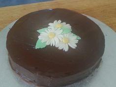 Simple ganache daisy cake Daisy Cakes, Simple, Desserts, Food, Tailgate Desserts, Meal, Dessert, Eten, Meals