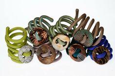 Nuovi Bracciali in ceramica Raku e seta, collane in tessuti riciclati, anelli realizzati con bottoni vintage anni '50 '60 '70!