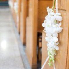 Dendrobium orchid pew decor - LIKE Wedding Stuff, Wedding Flowers, Dream Wedding, Wedding Ideas, Aquarium Wedding, Pew Bows, Dendrobium Orchids, Church Flowers, Floral Garland