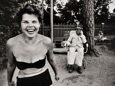 Bikini, Beach, Moscow River, 1959-61 (c) William Klein. Collectie FotoMuseum Antwerpen