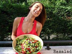 #resalad Με: μαρούλι, ντοματίνια, αγγούρι, πιπεριά, σταφίδες, κάσιους και σως αβοκάντο