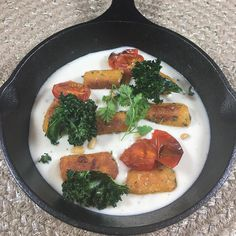 Finding healthy delivery service meals are  easy with Kitchfix. This Sweet Potato Gnocchi made with cauliflower purée rosemary Crispy garlic oven roasted tomatoes and chervil was the best comfort food. Tons of flavor and textures. Here's another reason to try them: $30 off your first online order with code Fab30. #fabkitchfix #kitchfix #deliveryservice #gnocchi #sweetpotato #glutenfree #vegetarian #inspiringkitchen