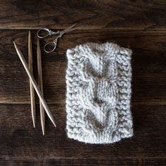 Grab the FREE WILDERNESS: Headband Knitting Pattern. This is a super bulky headband using the lovely horse-shoe cable knit stitch. Knitting Blogs, Knitting For Beginners, Knitting Socks, Knitting Stitches, Knitting Patterns Free, Knit Patterns, Free Knitting, Knitting Projects, Knitted Hats