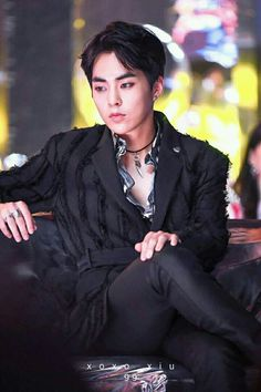 Looks like boss of a gang  xiumin #exo