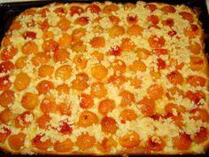 Meruňková metýnka z kynutého těsta. Koláč našich babiček a prababiček výborně chutná i s borůvkami či rybízem | | MAKOVÁ PANENKA Pepperoni, Pizza, Recipes, Food, Scrappy Quilts, Essen, Meals, Ripped Recipes, Eten