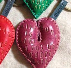 ゆかつもーりさま♡ご注文分です。ハートのキーホルダー赤×2     緑×1     ピンク×1|ハンドメイド、手作り、手仕事品の通販・販売・購入ならCreema。