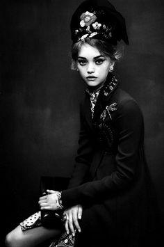 AN ATTITUDE - Vogue Italia.  Photographer: Paolo Roversi. Model: Gemma Ward. Stylist: Marie-Amélie Sauvé. Hair: Julien d'Ys. Makeup: Stéphane Marais. S)
