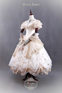 This luxurious OP dress from Classical Puppets™ has been available for pre-order at their Taobao store. However, it seems NOBODY can afford it (16388RMB, about 2602USD)and I guess NO ONE will buy it from beginning to end, lol..............