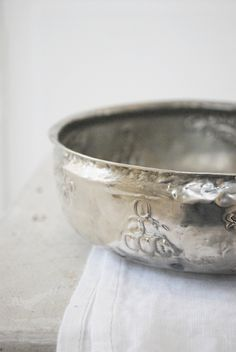 Pretty silver bowl by Julias Vita Drömmar ❥ Silver Spoons, Silver Plate, Silver Rings, Zen Space, Vintage Silver, Antique Silver, Silver Lining, Shades Of Grey, Lifestyle Photography