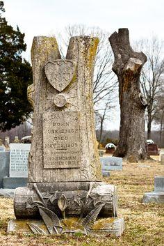 Life Imitates Art: Woodmen of the World Monument, Grissard Cemetery, White County, Arkansas, by Jon Nichols Cemetery Angels, Cemetery Statues, Cemetery Art, Unusual Headstones, Grave Headstones, Old Cemeteries, Graveyards, Headstone Inscriptions, Stone Art