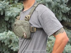 This is a small footprint bag for folks who want to carry a subcompact pistol and little else, or don't have enough space across their chests for the regular footprint bags. Urban Survival Kit, Survival Kits, Bags Game, Airsoft Helmet, Diy Backpack, Trekking Gear, Buy Bike, Cool Gear, Side Bags