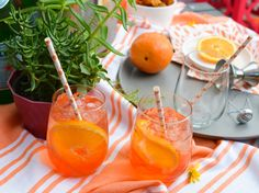 Aperol Spritz Recipe. Perfect for happy hour with friends. #ad @aperolusa #spritzbreak