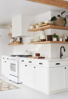 All White Kitchen with White Appliance. All White Kitchen with White Appliance. these White Kitchens are Anything but Boring Small Galley Kitchens, Cool Kitchens, White Kitchens, Open Kitchens, Dream Kitchens, New Kitchen Designs, Interior Design Kitchen, Kitchen Ideas, Kitchen Inspiration
