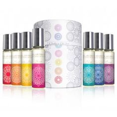 April Aromatics 7 Chakra Oil Set a comination of 7 different blends, according to the different chakras, or energy centers of the body. each chakra blends is infused with different crystals, Bachflower remedies and the matching chakra color tha will correspond with the vibraion og the specific chakra.