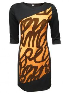 Еластична рокля от трико - черно и оранж надписи
