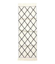 Jacquardteppich aus Baumwolle - eine super günstige Alternative zu den Original marrokkanischen Diamantenmuster Teppichen Beni Ourain | H&M DE
