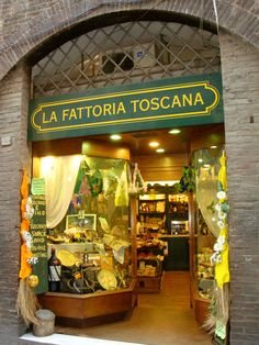Wine and gourmet shop in Tuscany