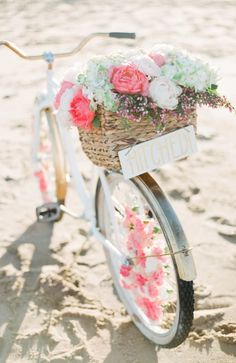 DIY Floral Beach Cruiser 2019 Photography: Ruth Eileen Photography www.rutheileenpho Read More: www.stylemepretty The post DIY Floral Beach Cruiser 2019 appeared first on Floral Decor. Deco Floral, Floral Design, Graphic Design, Wedding Crafts, Wedding Decorations, Wedding Ideas, Bike Decorations, Garland Wedding, Seaside Wedding