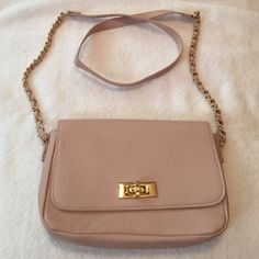 Small forever 21 purse Nice elegant small purse Forever 21 Bags Shoulder Bags