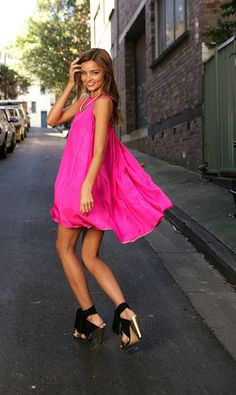 Little Pink Dress, worn by the beautiful Miranda Kerr! Pink is my absolute favorite! This is so fun & feminine! Makes me wanna dance! Little Pink Dress, Hot Pink Dresses, Dresses Short, Summer Dresses, Fuchsia Dress, Flowy Dresses, Bright Dress, Magenta, Pretty Dresses