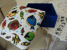 Caixa em mdf forrada em tecido com tampa almofadada