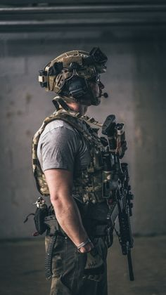 Eyes r Stars, Teeth r Spars, Hair Is Seaweed Special Forces Gear, Military Special Forces, Military Weapons, Military Art, Armas Airsoft, Army Wallpaper, Combat Gear, Special Ops, Tactical Gear