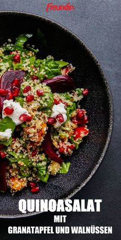 Light cuisine: quinoa salad with pomegranate and walnuts - Gesunde Ernährung & Detox - Salad Healthy Juice Recipes, Healthy Juices, Detox Recipes, Veggie Recipes, Salad Recipes, Detox Salad, Snacks Sains, Clean Eating Snacks, Chefs