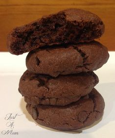 Double Chocolate Pudding Cookies How good do these cookies look! They are made with Instant Pudding and it gives them a lovely soft texture almost like a brownie but light and oh so chocolatey! I have been wanting to Chocolate Pudding Cookie Recipe, Pudding Desserts, Pudding Recipes, Pudding Ideas, Chocolate Cookies, Easy Desserts, Instant Pudding, Homemade Chocolate, Vegetarian Chocolate